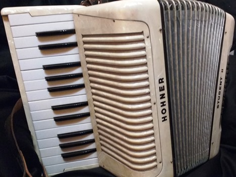 hohner student ii piano accordion jolly roger accordions. Black Bedroom Furniture Sets. Home Design Ideas