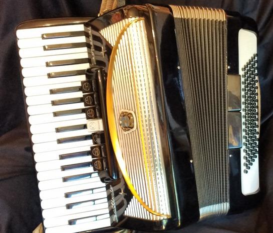 soprani piano accordion sold jolly roger accordions. Black Bedroom Furniture Sets. Home Design Ideas