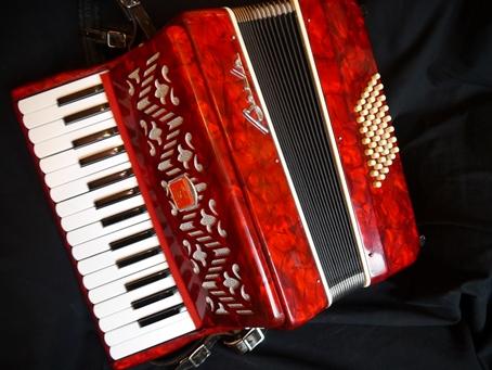 Accordion For Sale Near Me : baile 48 bass compact piano accordion jolly roger accordions ~ Vivirlamusica.com Haus und Dekorationen